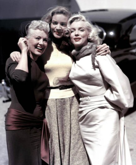 betty-grable-con-marilyn-lauren-bacall