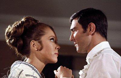 007-george-lazenby-critica