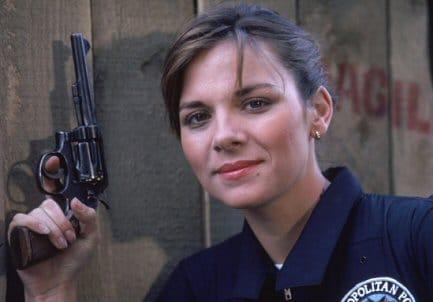 kim-catrall-loca-academia-policia