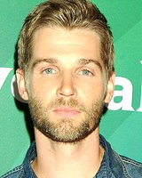 mike-vogel-foto-biografia