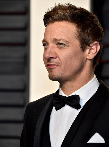 jeremy-renner-como-doc-holliday