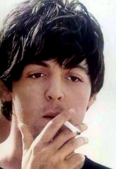 paul-mccartney-fumando-foto