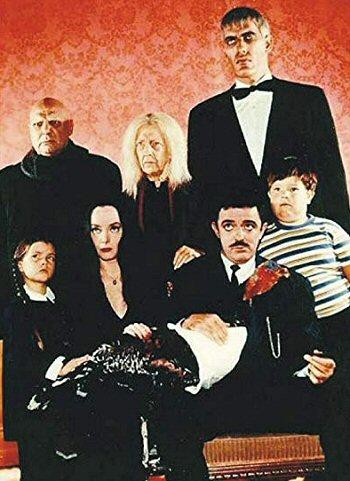 familia-adams-serie-datos