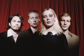 wolf-alice-blue-weekend-critica-review