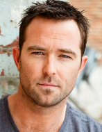 Sullivan stapleton fotos pictures