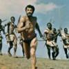 ¿Cuál es la película en la que un hombre es perseguido por indígenas africanos?